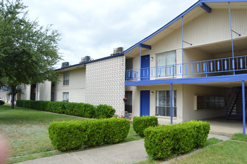 Mark Porterfield and Robert Henry Represent Seller of The Hickory Apartments, Garland, TX